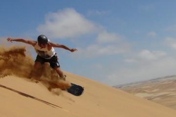 Sanboard en el desierto de Ica